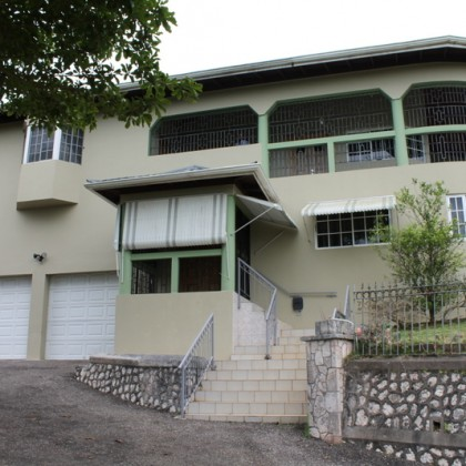 Knowles Crescent, Mandeville